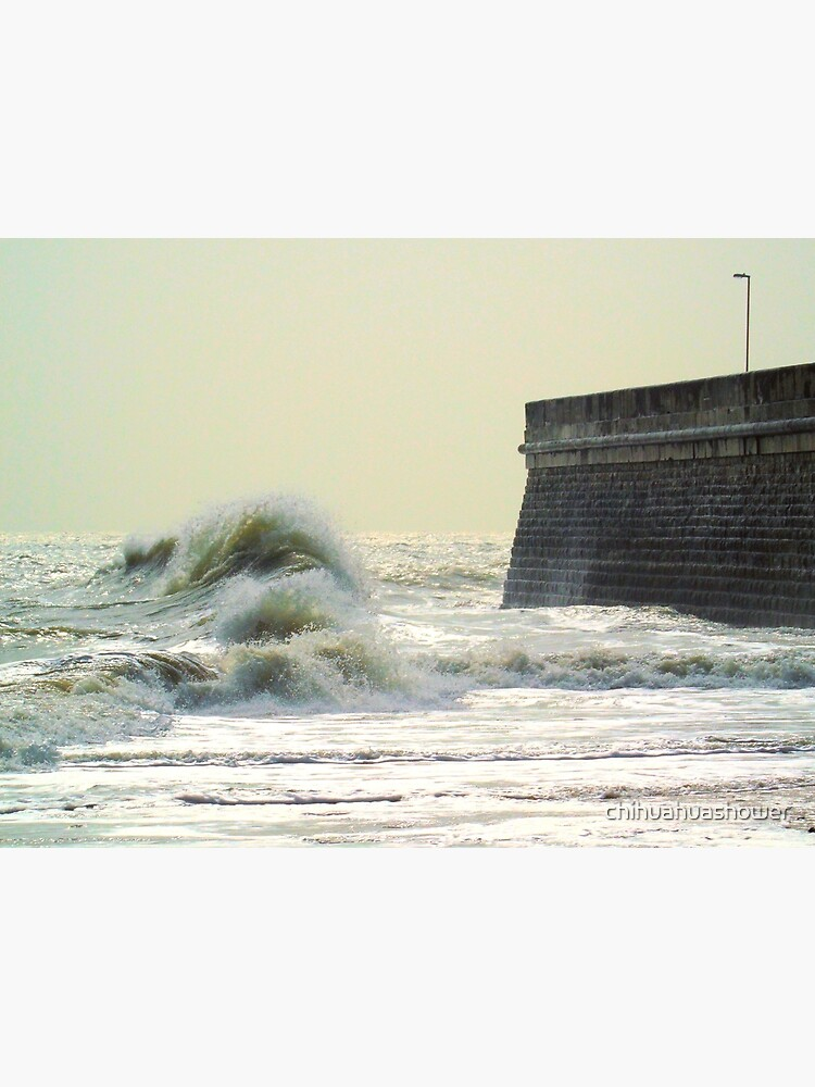 Waves over Ramsgate by chihuahuashower