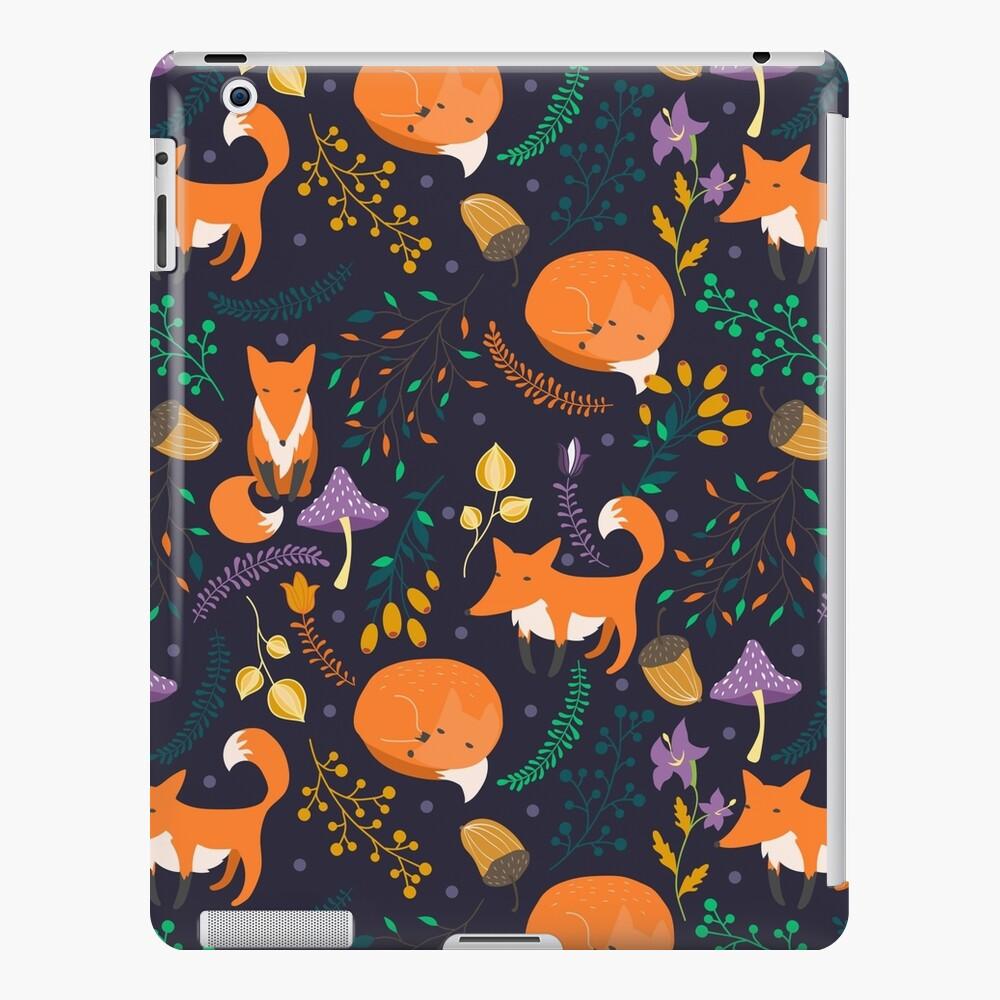Füchse im magischen Wald iPad-Hülle & Skin