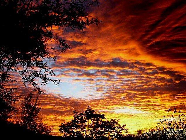 A GLORIOUS SUNSET by ebb0tsmar