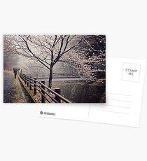 Im Regen bummeln Postkarten