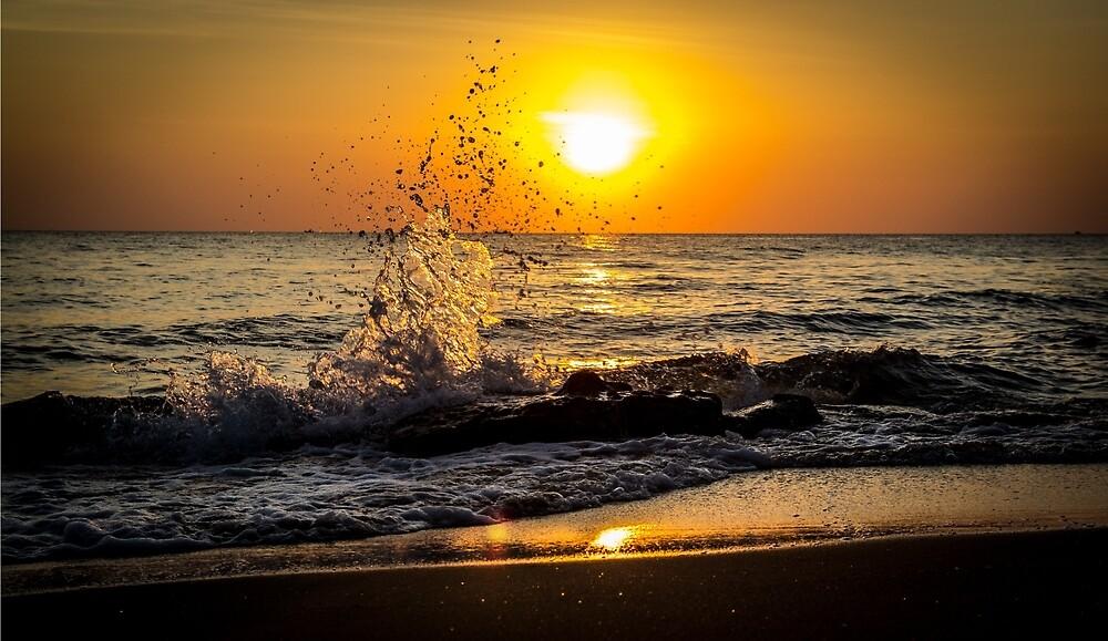 Sunset splash by moppics
