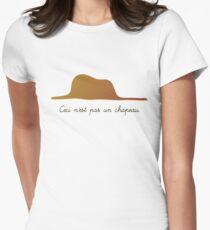 Ceci n'est pas un chapeau v.1 Women's Fitted T-Shirt