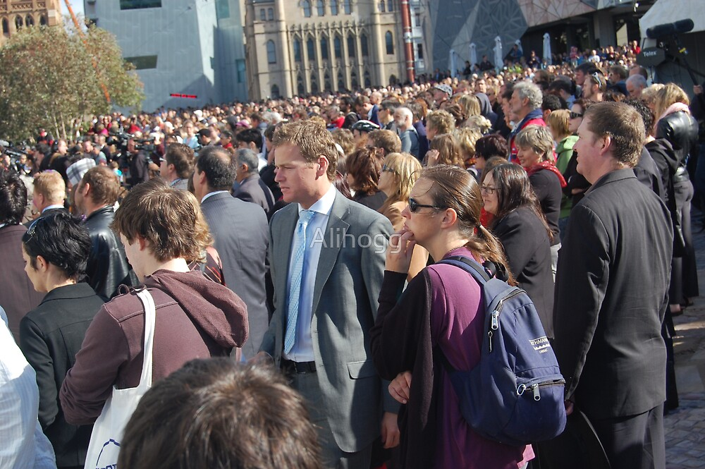 Crowd at the National Apology to Stolen Generations by Alihogg