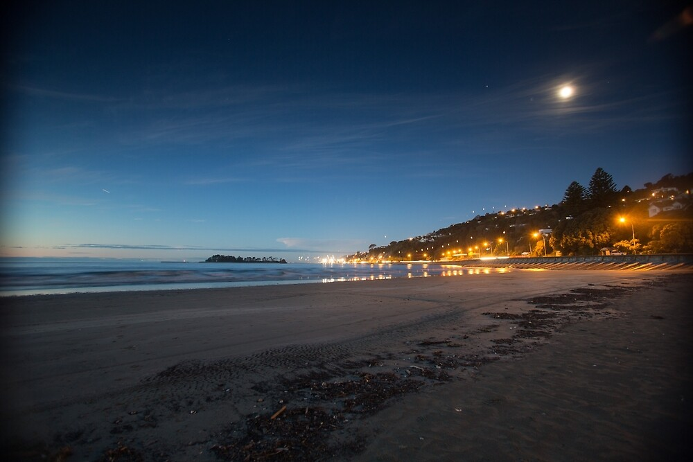 Tahuna  Beach at dusk by Mark Williamson