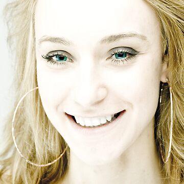 smile portrait by Creando