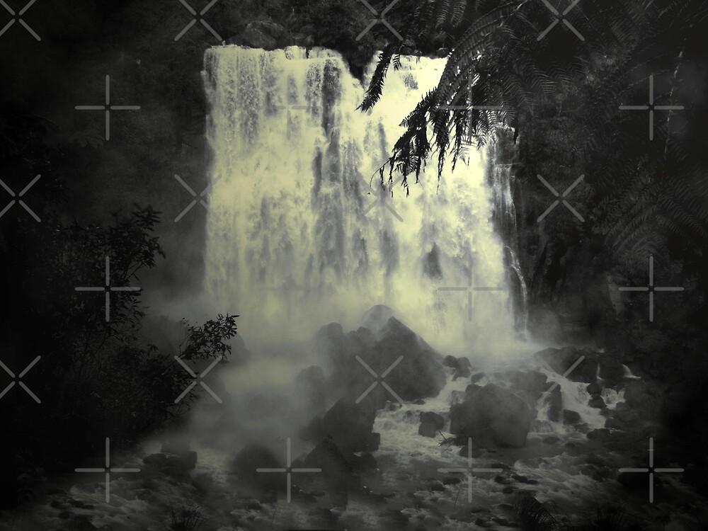 Midnight Falls by Varinia   - Globalphotos