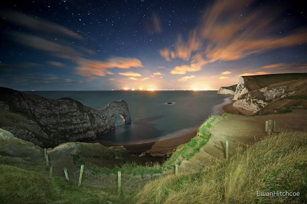 Durdle Door - starry night by EwanHitchcoe