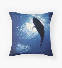 Geschenkidee fuer Taucher Throw Pillow