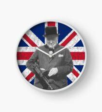 Churchill posiert mit einer Tommy Gun Uhr
