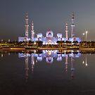 Sheikh Zayed Grand Mosque at dusk by Viktoryia Vinnikava