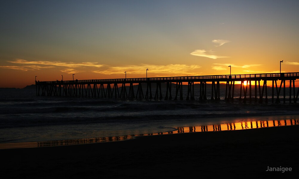 sunset at the pier by Janaigee