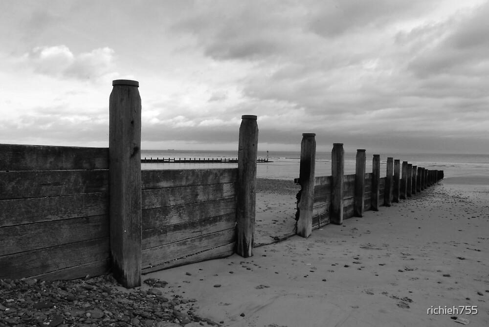 Tidal Defences B&W by richieh755