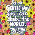 In einer sanften Weise können Sie die Welt schütteln, Mahatma Gandhi Zitat, Schriftzug, Blumen und Blätter Doodle, inspirierend von Eneri Collection