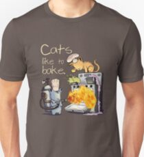 Cats like to bake. T-Shirt