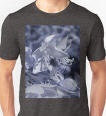 collecting pollen ir Unisex T-Shirt