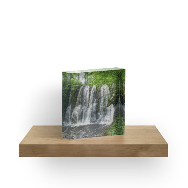 Falling water by Sylvia Labelle