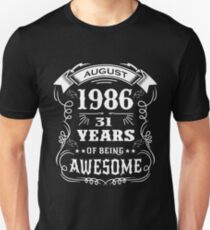 31th Birthday Gift Born in August 1986, 31 years of being awesome Unisex T-Shirt