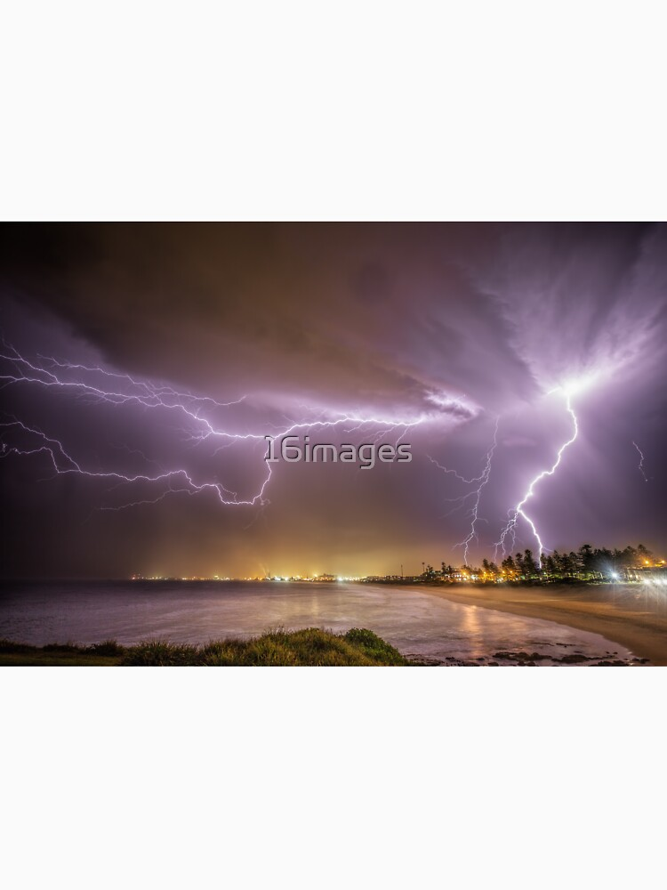 Lightning over Wollongong City Beach by 16images