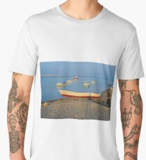 Photo of boats in bay at sunset in Portugal Men's Premium T-Shirt