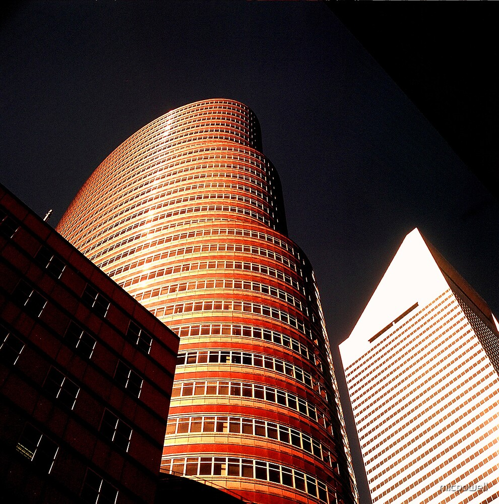 The Lipstick Building by micpowell