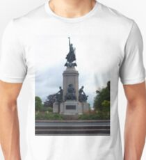 Monument to the fallen soldiers T-Shirt