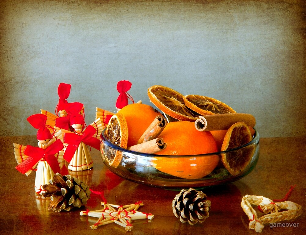 Grunge Christmas: fruits bowl and straw ornaments by gameover