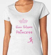 Vergessen Sie die Glasschuhe Diese Prinzessin trägt Laufschuhe Premium Rundhals-Shirt