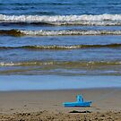« Bateau sur plage @ Sol'So Photografee » par Marianne Sol'So