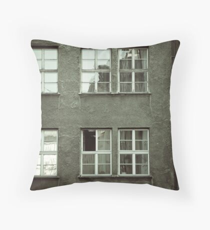 feel the city I Throw Pillow