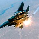 Ein F-15E Strike Eagle knallt während eines Kampfeinsatzes auf. von StocktrekImages