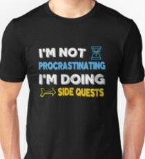 Camiseta ajustada No estoy postergando ... Estoy haciendo misiones secundarias