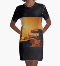 Das Wort durch Kerzenlicht T-Shirt Kleid