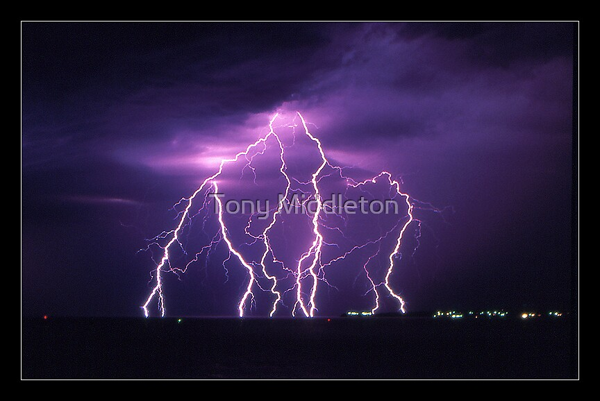 4 seconds over Flinders by Tony Middleton