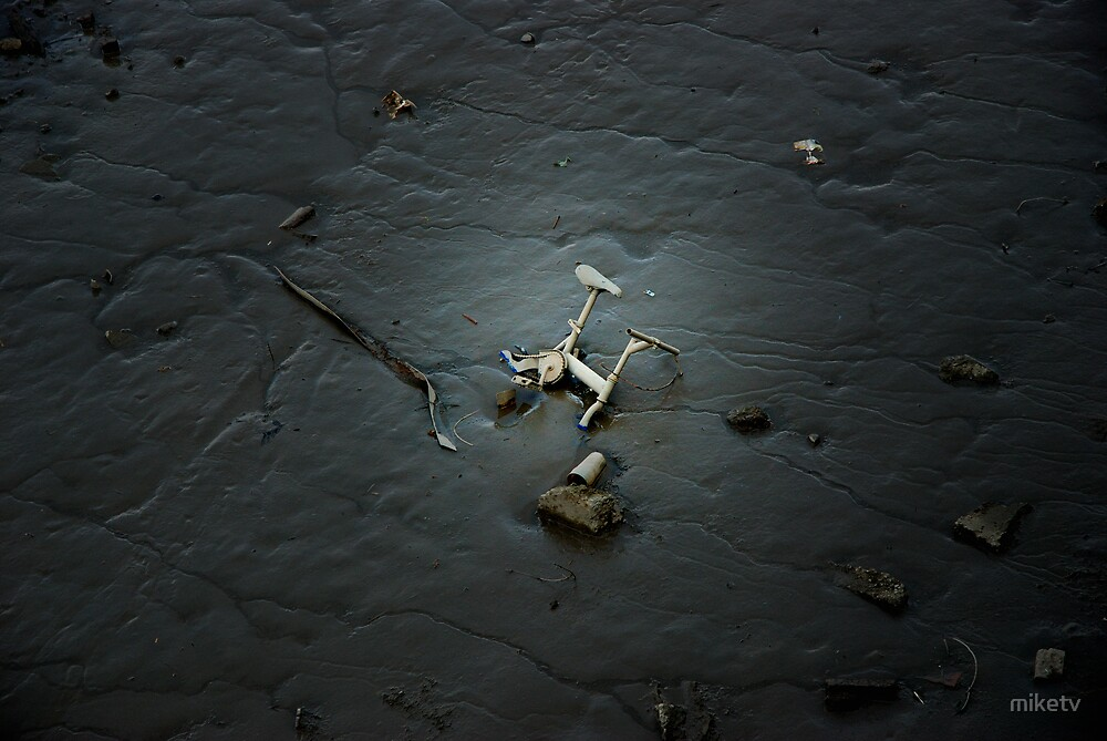 Lonely old exercise bike abandoned in the River Thames by miketv