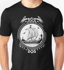 Wikingerschiff Boot Runen / Wikinger / Vikings / T-Shirt
