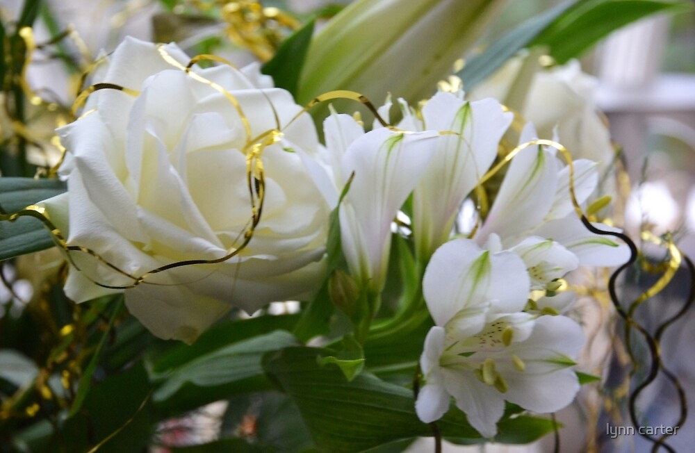 Cream Flowers get the Festive touch by lynn carter