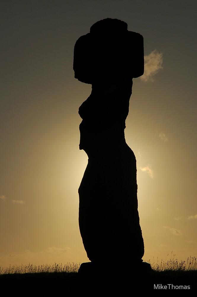 Moai Sunburst by MikeThomas