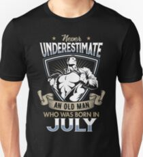 Never Underestimate an Old Man who was Born in July T-shirt T-Shirt