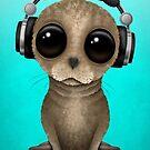 Cute Baby Sea Lion DJ tragen Kopfhörer von jeff bartels