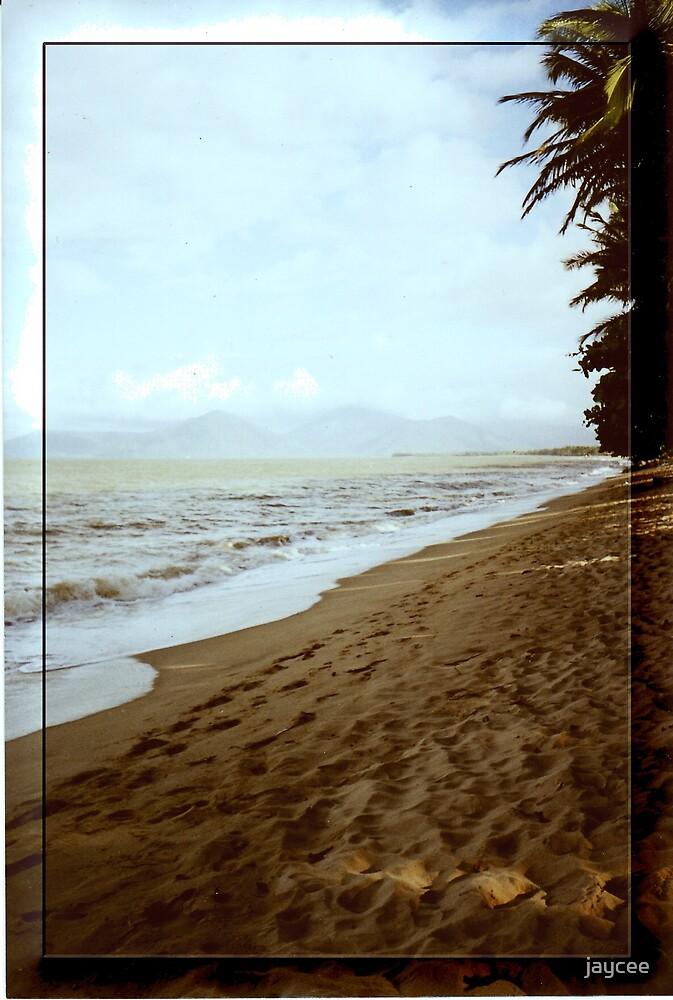 Cairn's beach by jaycee