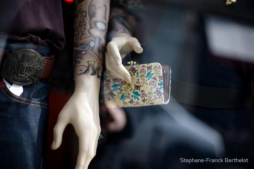Dead hands by Stephane-Franck Berthelot