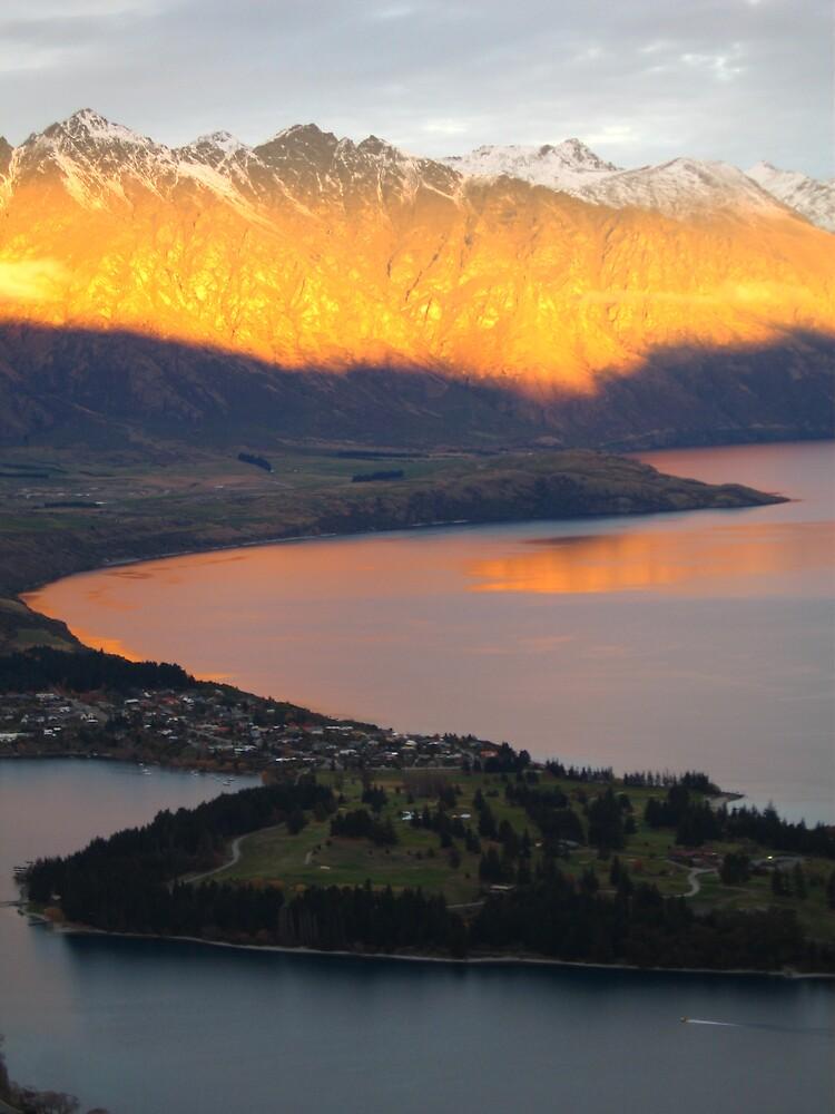 Sunset over Queenstown, New Zealand by mekana