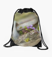 Flowers by the sea @ Sol'So Photografée Drawstring Bag