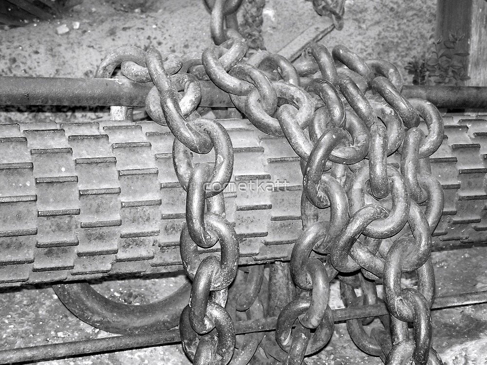 chains in black and white by cometkatt