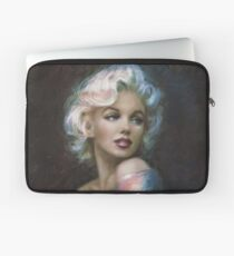 Marilyn Romantic W'W 4 blue Laptop Sleeve