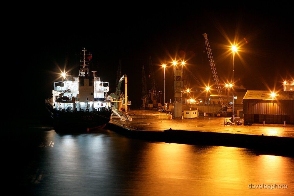 Night Shipping by daveleephoto
