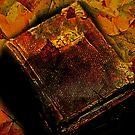 Stillleben Bücher und Herbstlaub von Evita