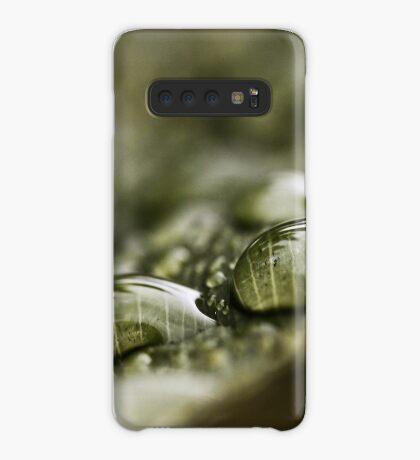 Regentropfen auf einem Blatt Hülle & Klebefolie für Samsung Galaxy