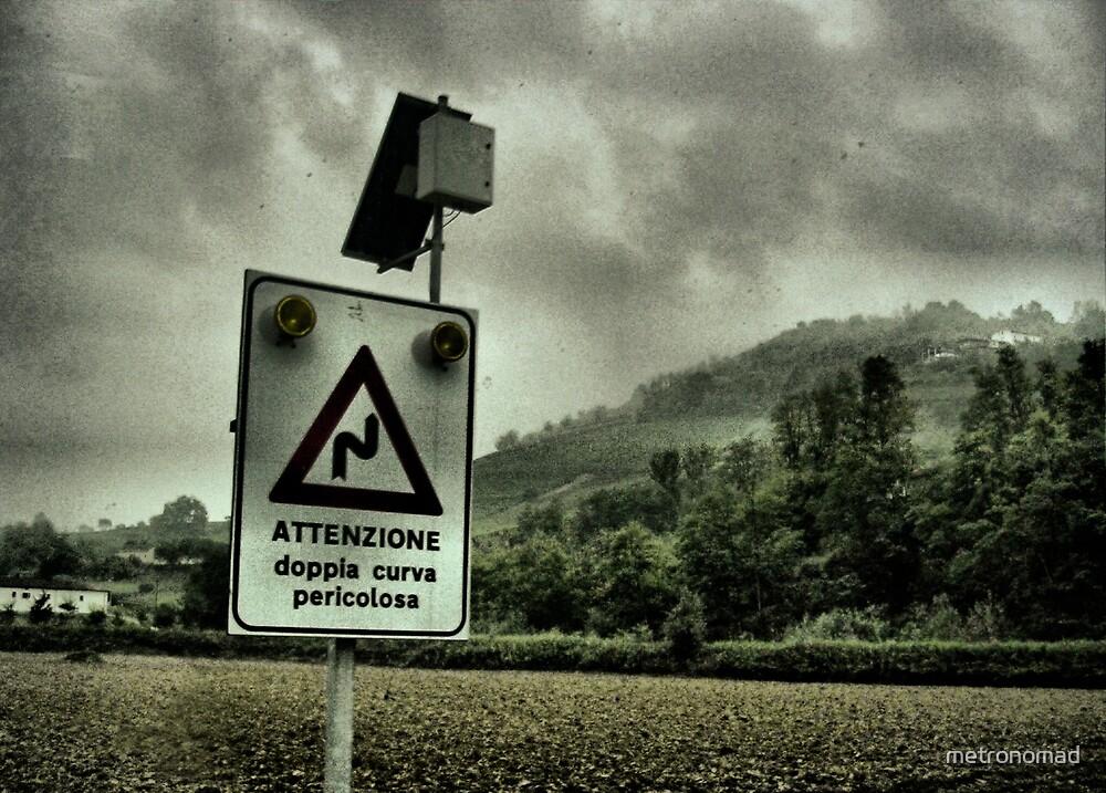 Attenzione - Dopia Curva Pericolosa by metronomad