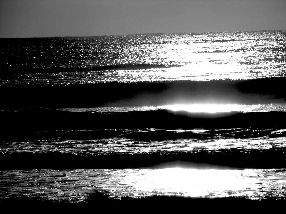 night waves by lauralock